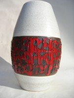 D & B 110-25 Red and Black Space Age Fat Lava Vase